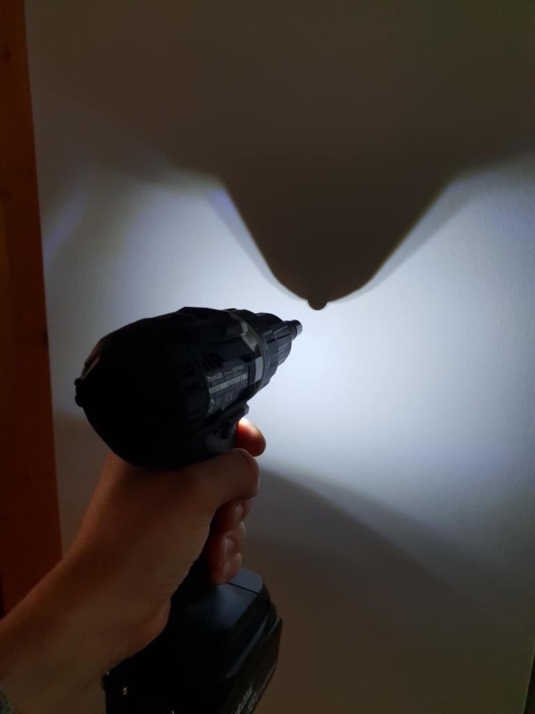 Makita DDF484 schwarz LED Ausleuchtung des Arbeitsbereiches